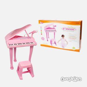 پیانو صورتی همراه با صندلی بائولی